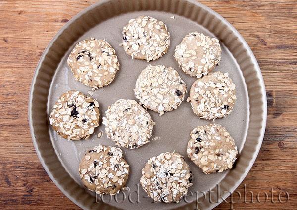 Овсяное печенье в форме для выпекания