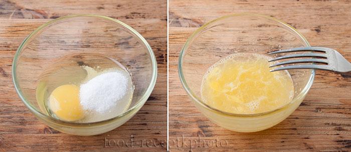 На фото в стеклянном салатнике смесь сырых яиц с сахаром и солью для приготовления теста