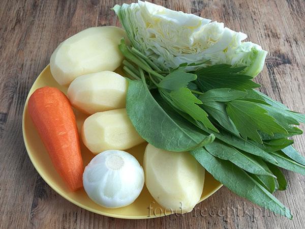 На фото тарелка с овощами
