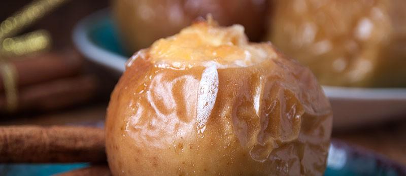 На фото яблоки с начинкой из творога