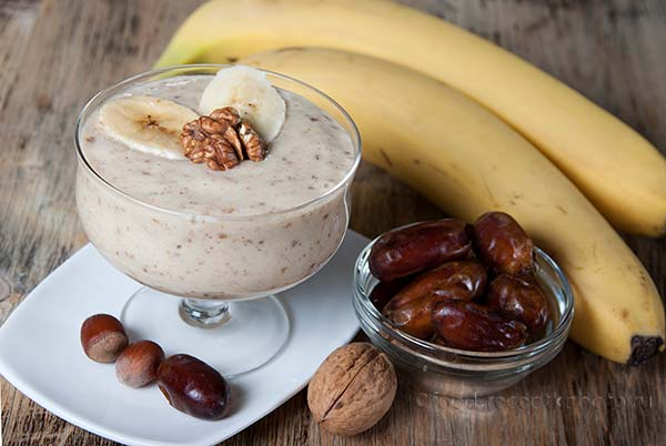 Smoothie with a banana with dates and nuts and yogurt.