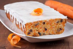 Морковный пирог с творогом и изюмом