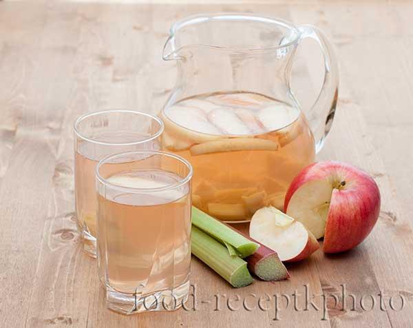 Компот из яблок с ревенем
