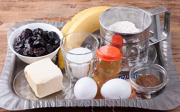 Медовые кексы с черносливом, бананами и грецкими орехами