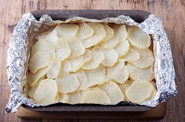 Жаркое из щуки и картофеля в фольге в форме для запекания