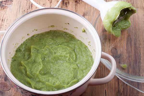 Суп-пюре из брокколи и цветной капусты.