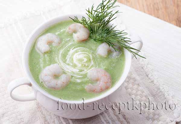 Легкий суп-пюре из брокколи и цветной капусты с креветками