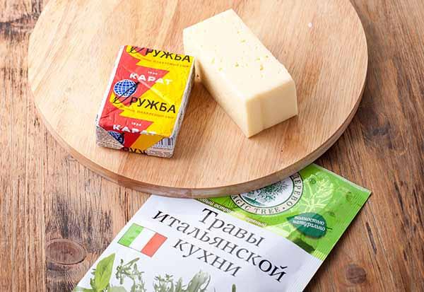 Ингредиенты для домашних сырных хлебцев