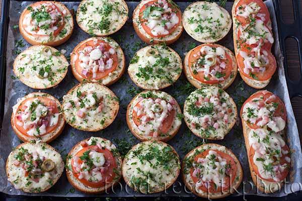 Булочки на противне для мини пиццы
