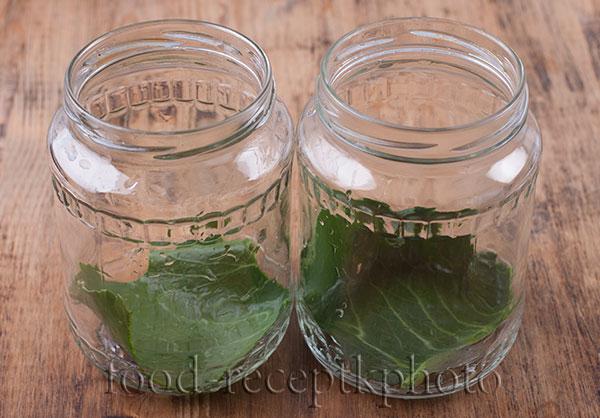 Банки для консервирования огурцов с листом хрена