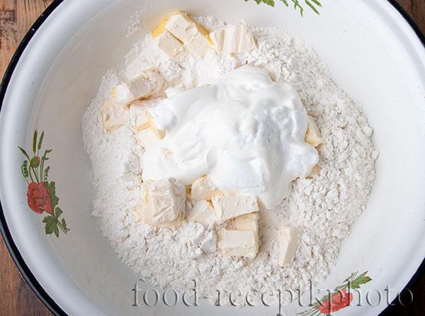 Мука с маслом и сметаной для колобов