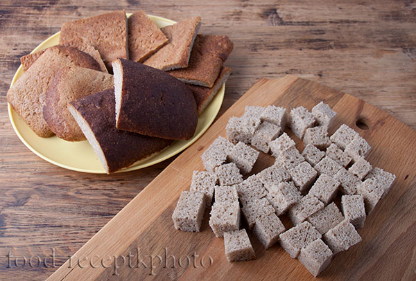 На фото корки хлеба для приготовления кваса
