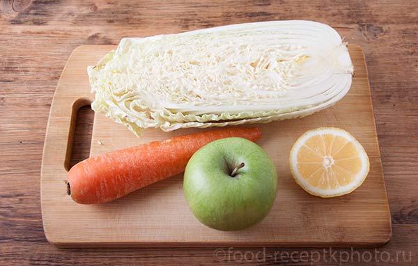 Свежий и легкий салат из пекинской капусты с морковью, яблоком и соком лимона