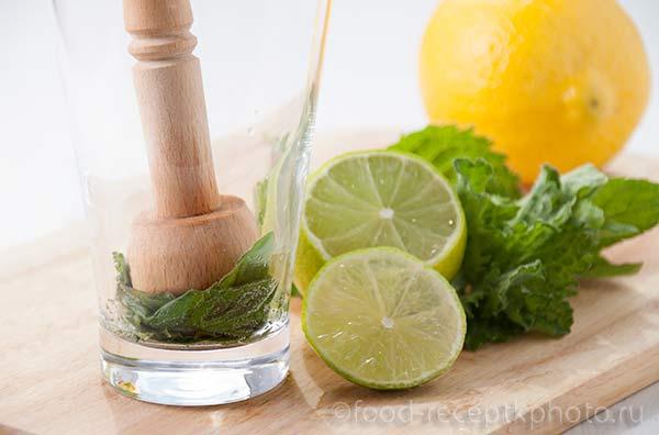 Мята, лайм и лимон для приготовления мохито