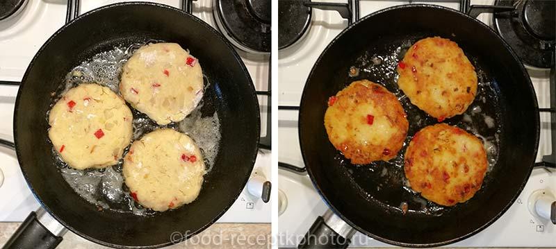 Картофельные пикантные оладьи в сковороде