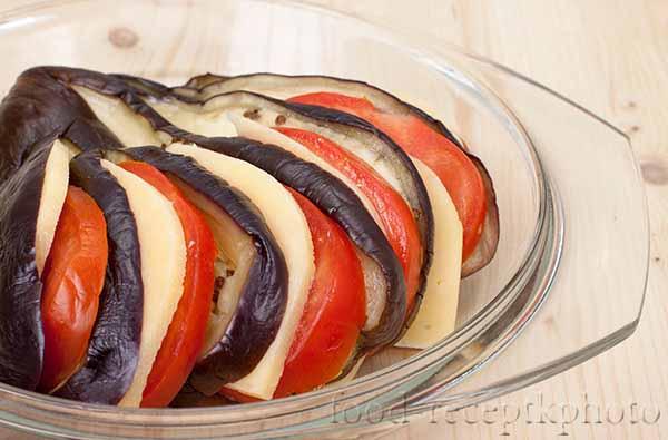Баклажаны запеченные с сыром,помидорами и чесноком