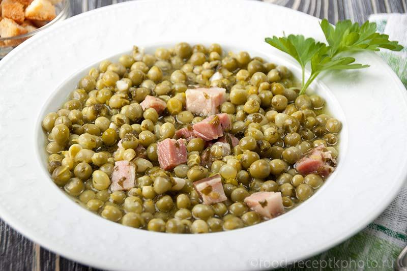 Суп из молодого зеленого горошка с беконом