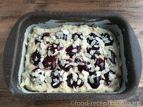 Пирог с черносливом и сметаной