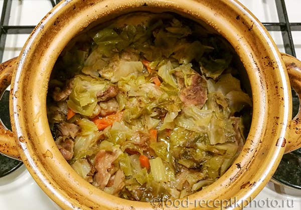 Тушеное мясо с овощами в горшке для запекания