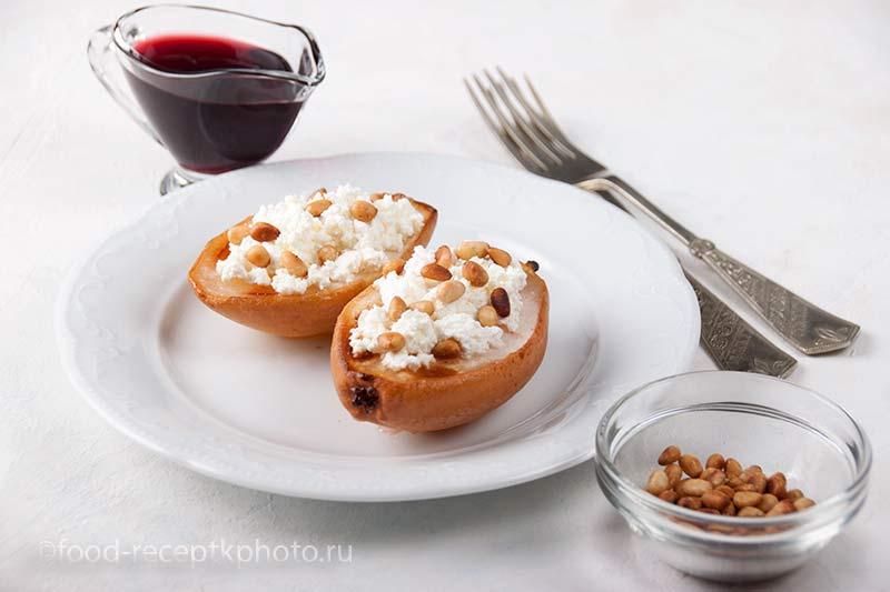 Запечённые груши с творогом и кедровыми орехами