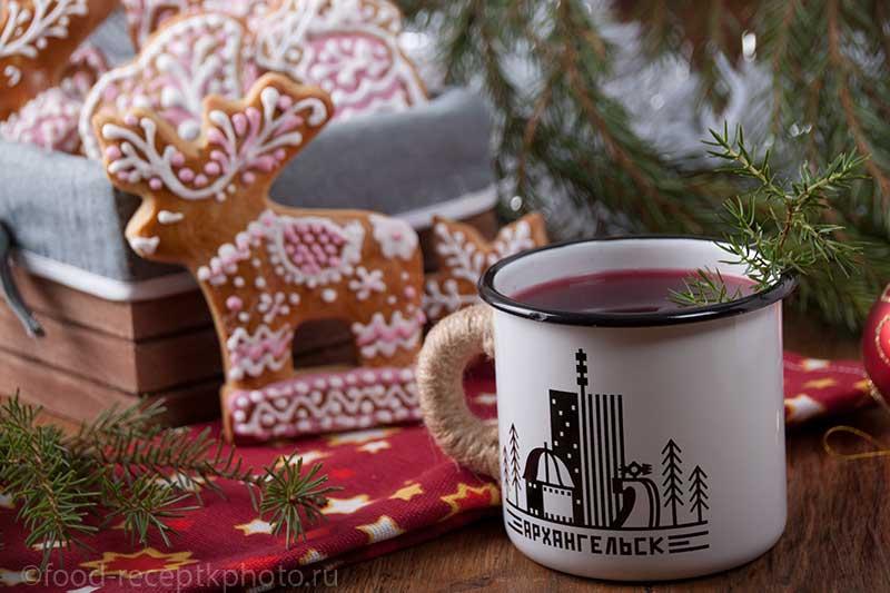 Кёжный чай в эмалированной кружке и северные пряники козули