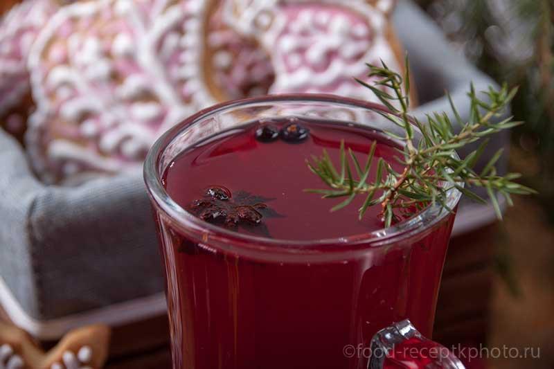 Кёжный чай в стеклянной кружке и северные пряники козули