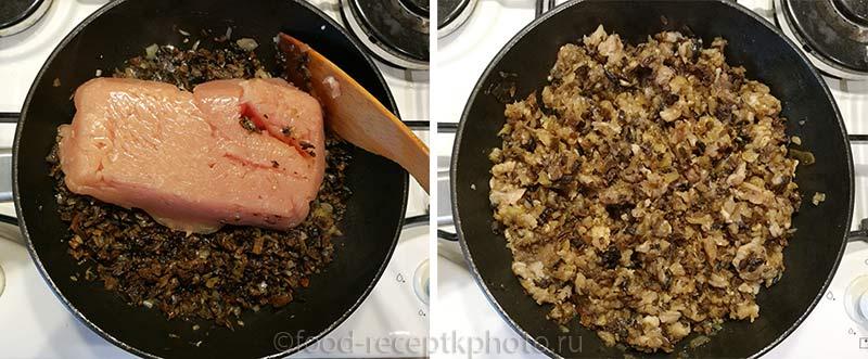 Куриный фарш с грибами и луком в сковороде