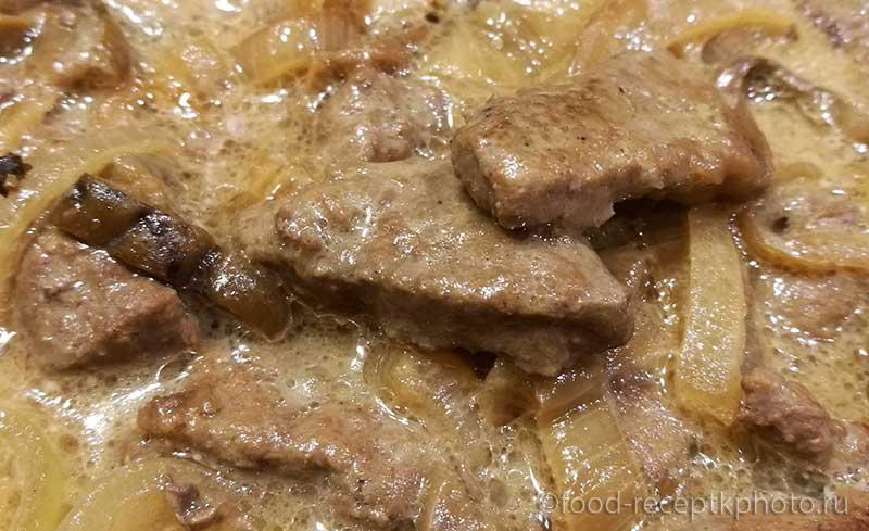 Говяжья печень с сухими грибами — нежное и ароматное блюдо, наполненное питательными веществами. Отличная альтернатива обычному куриному или рыбному обеду.