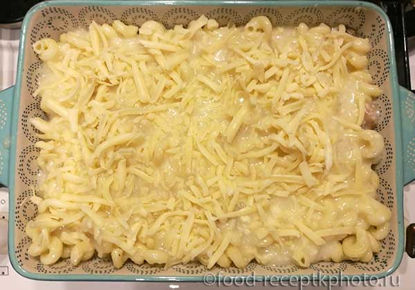 Макароны запечённые с курицей и грибами под сырно-сливочным соусом
