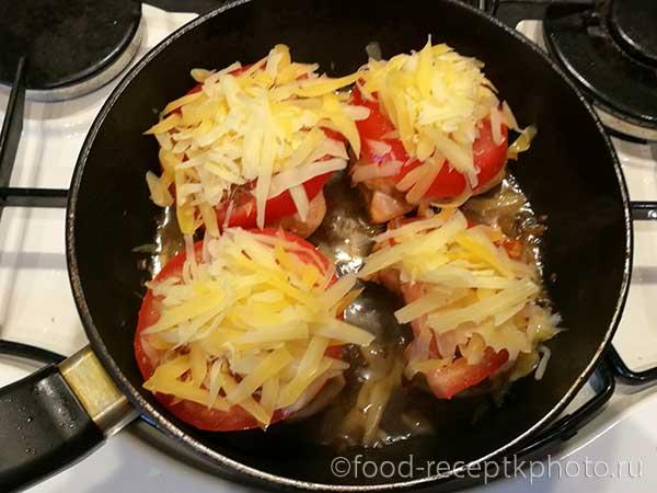 Куриное филе с помидорами и сыром  в сковороде