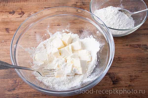 Приготовление теста для пирога с крыжовником