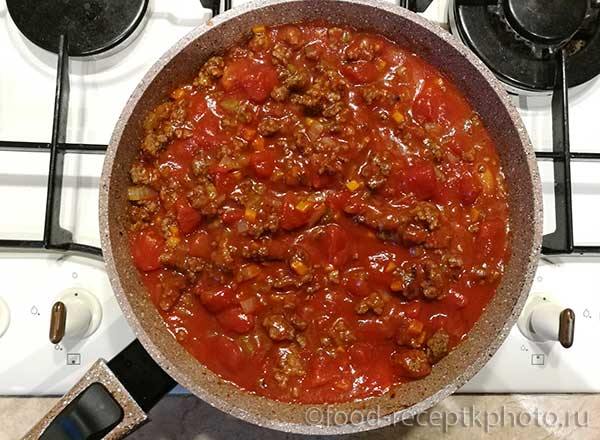 Мясной соус в сковороде