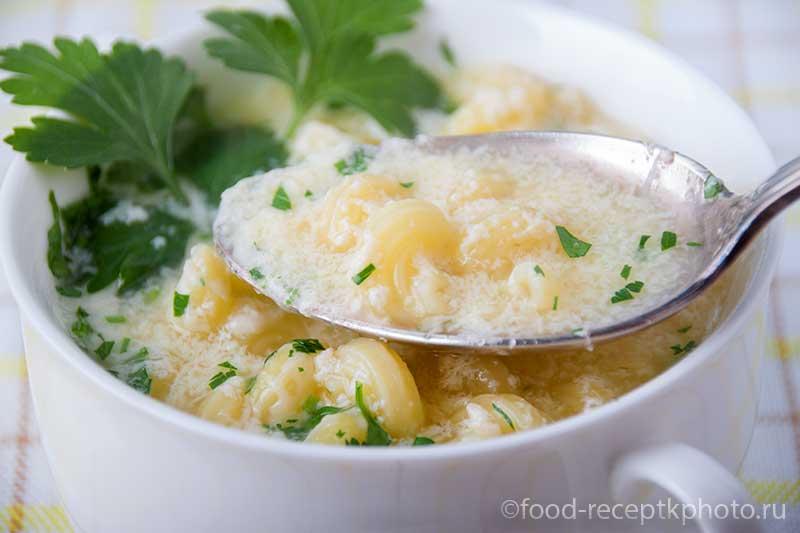 Суп с макаронами ,яйцами и пармезаном